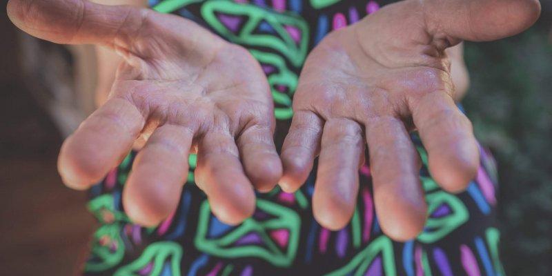 Astra kliinik käed surevad värisevad neuroloog